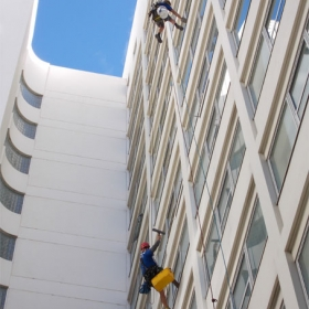 high-rise-window-cleaning-2